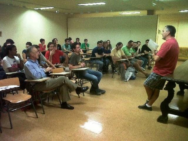 21013_un_aspecto_de_la_reunion_de_los_implicados_en_radio_arrebato_