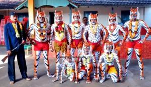Padubidri-temple-tiger-team-121013a