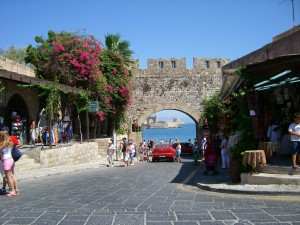 Fotografía de una calle de Kavala (Grecia)